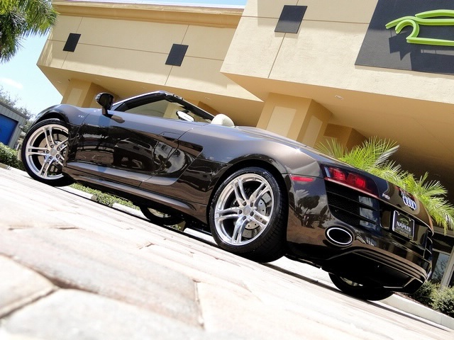 2011 Audi R8 5.2 quattro Spyder - Photo 14 - Naples, FL 34104
