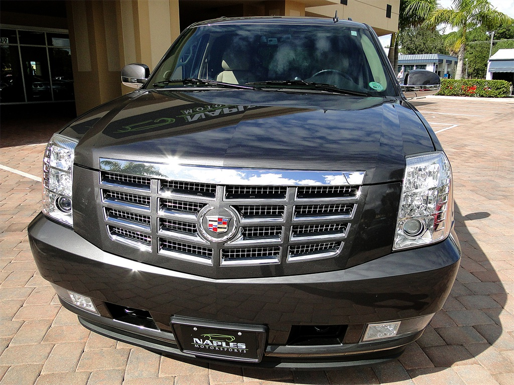2010 Cadillac Escalade Luxury AWD - Photo 14 - Naples, FL 34104