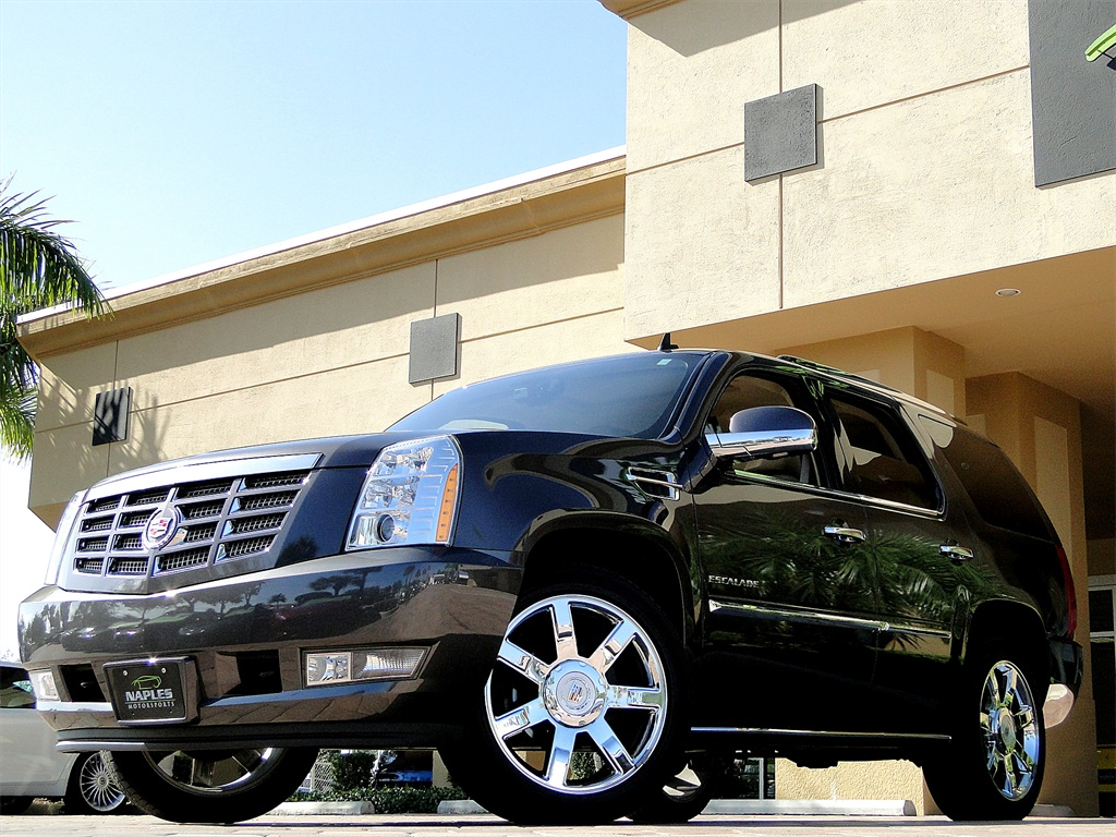2010 Cadillac Escalade Luxury AWD - Photo 33 - Naples, FL 34104