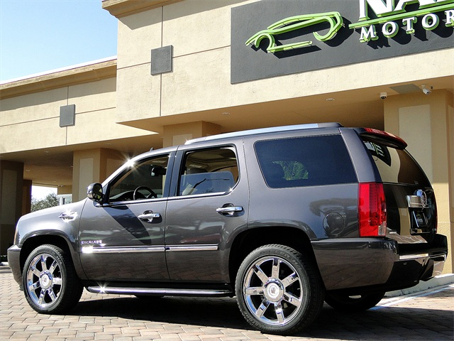 2010 Cadillac Escalade Luxury AWD - Photo 4 - Naples, FL 34104