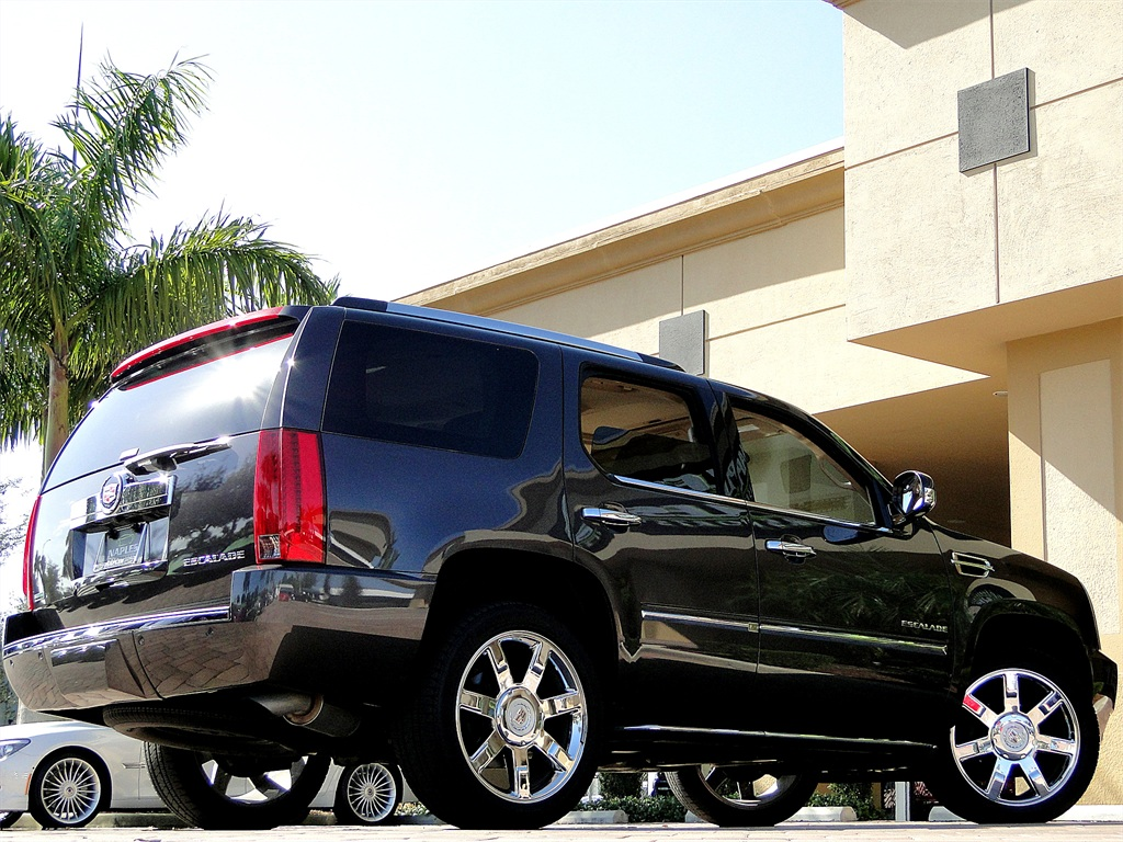 2010 Cadillac Escalade Luxury AWD - Photo 42 - Naples, FL 34104