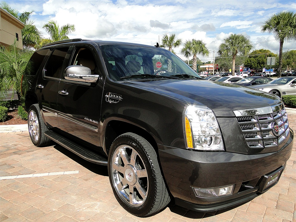2010 Cadillac Escalade Luxury AWD - Photo 15 - Naples, FL 34104