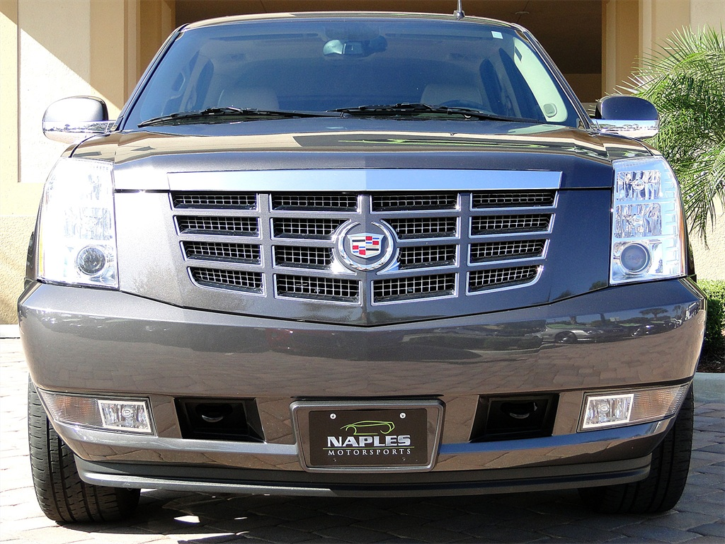 2010 Cadillac Escalade Luxury AWD - Photo 28 - Naples, FL 34104