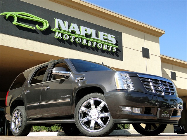 2010 Cadillac Escalade Luxury AWD - Photo 1 - Naples, FL 34104