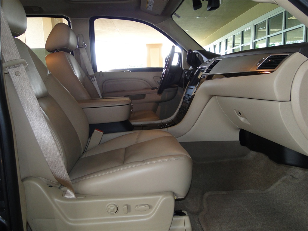 2010 Cadillac Escalade Luxury AWD - Photo 30 - Naples, FL 34104