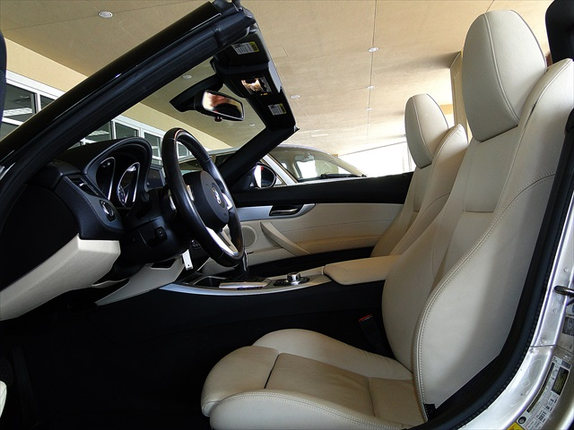 2010 BMW Z4 sDrive35i - Photo 2 - Naples, FL 34104