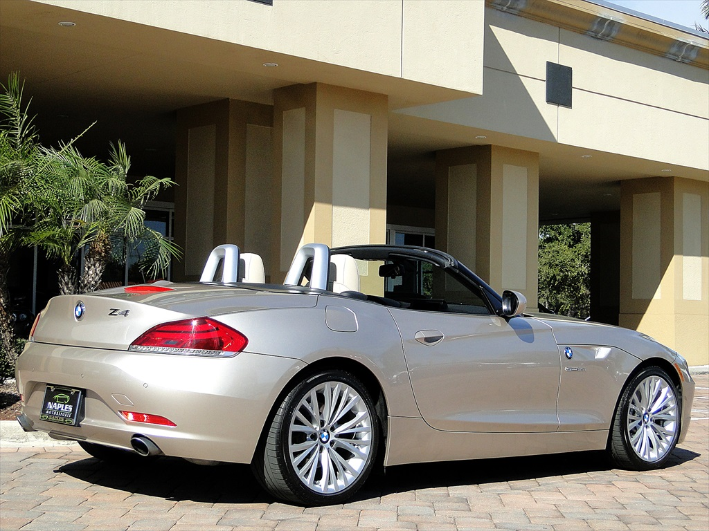 2010 BMW Z4 sDrive35i - Photo 10 - Naples, FL 34104