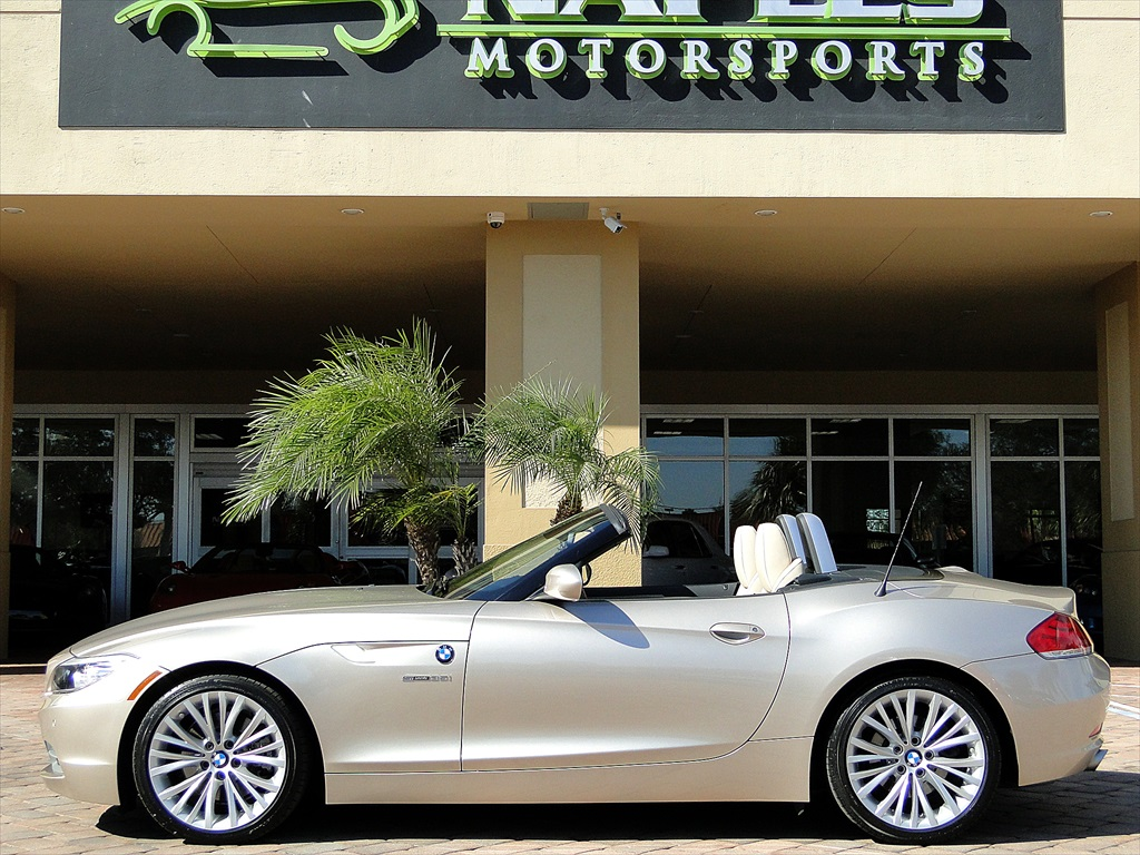 2010 BMW Z4 sDrive35i - Photo 32 - Naples, FL 34104