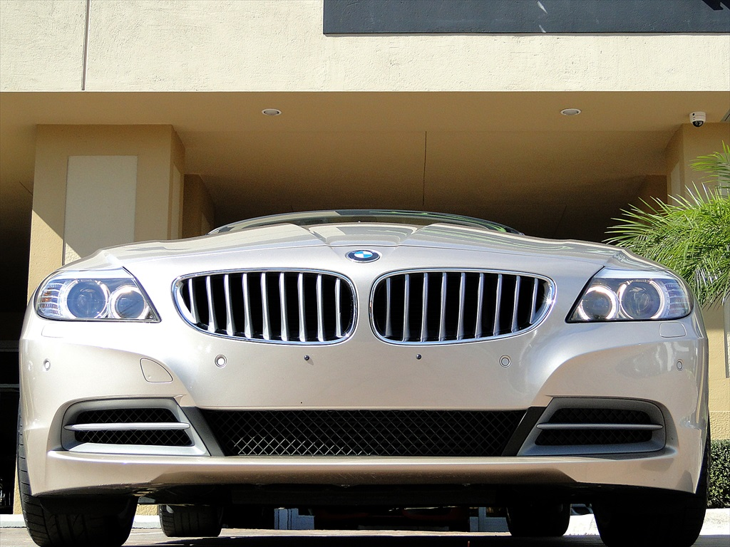 2010 BMW Z4 sDrive35i - Photo 41 - Naples, FL 34104