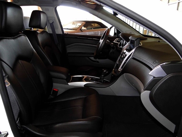2010 Cadillac SRX Turbo Performance Collection - Photo 48 - Naples, FL 34104