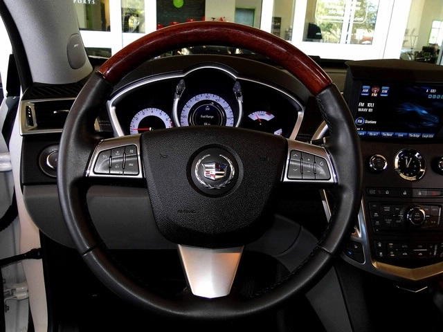 2010 Cadillac SRX Turbo Performance Collection - Photo 39 - Naples, FL 34104