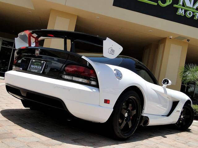 2009 Dodge Viper ACR - Photo 37 - Naples, FL 34104
