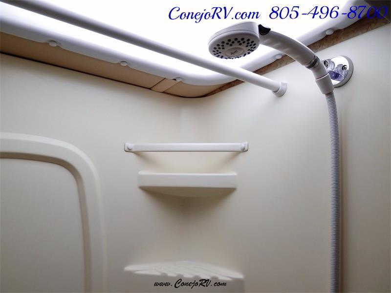2010 Itasca Reyo 25R Full Wall Slide Full Body Paint Diesel - Photo 13 - Thousand Oaks, CA 91360