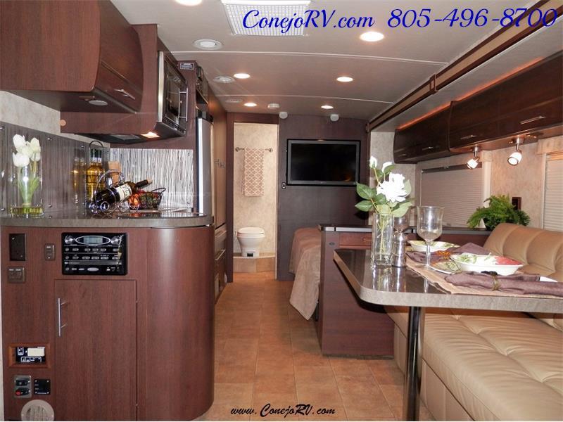 2010 Itasca Reyo 25R Full Wall Slide Full Body Paint Diesel - Photo 5 - Thousand Oaks, CA 91360