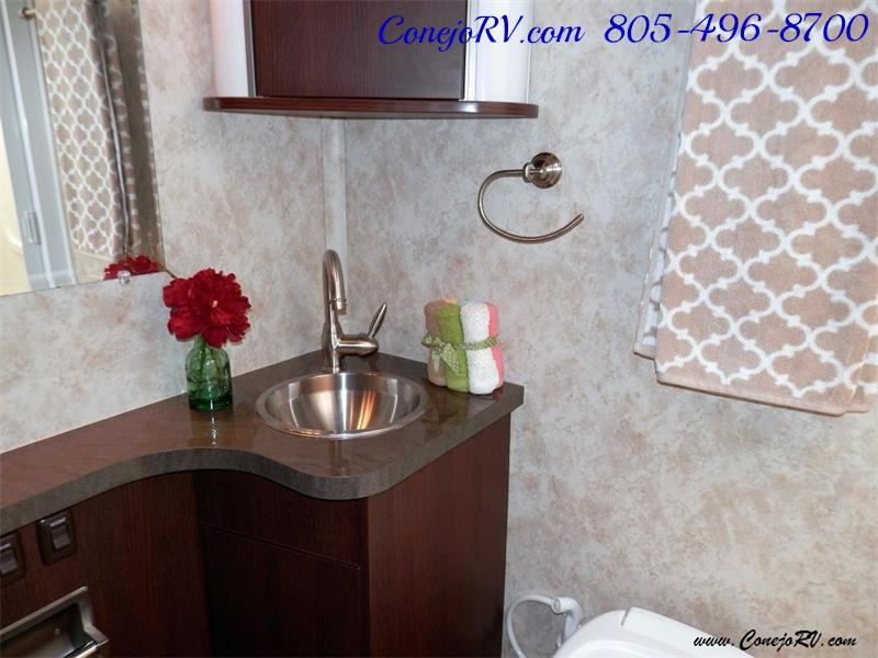 2010 Itasca Reyo 25R Full Wall Slide Full Body Paint Diesel - Photo 12 - Thousand Oaks, CA 91360