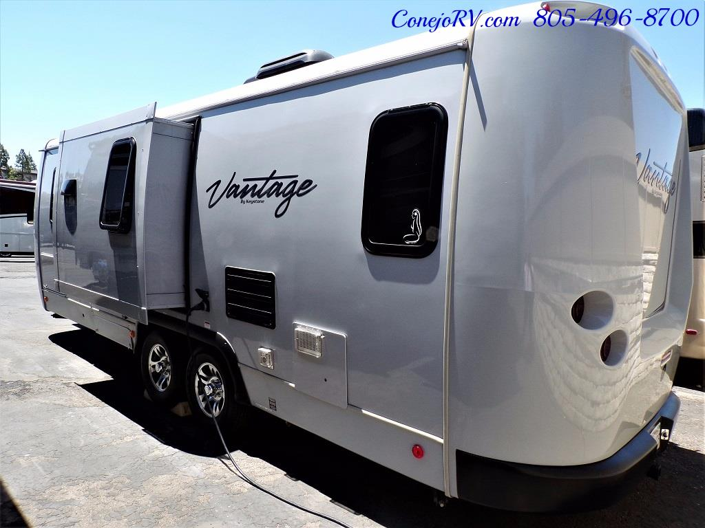 2013 Keystone Vantage 25RBS Travel Trailer - Photo 2 - Thousand Oaks, CA 91360