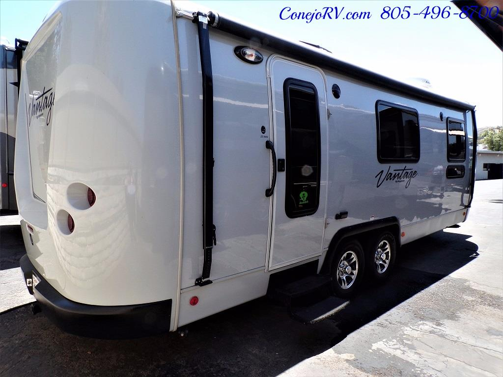 2013 Keystone Vantage 25RBS Travel Trailer - Photo 4 - Thousand Oaks, CA 91360