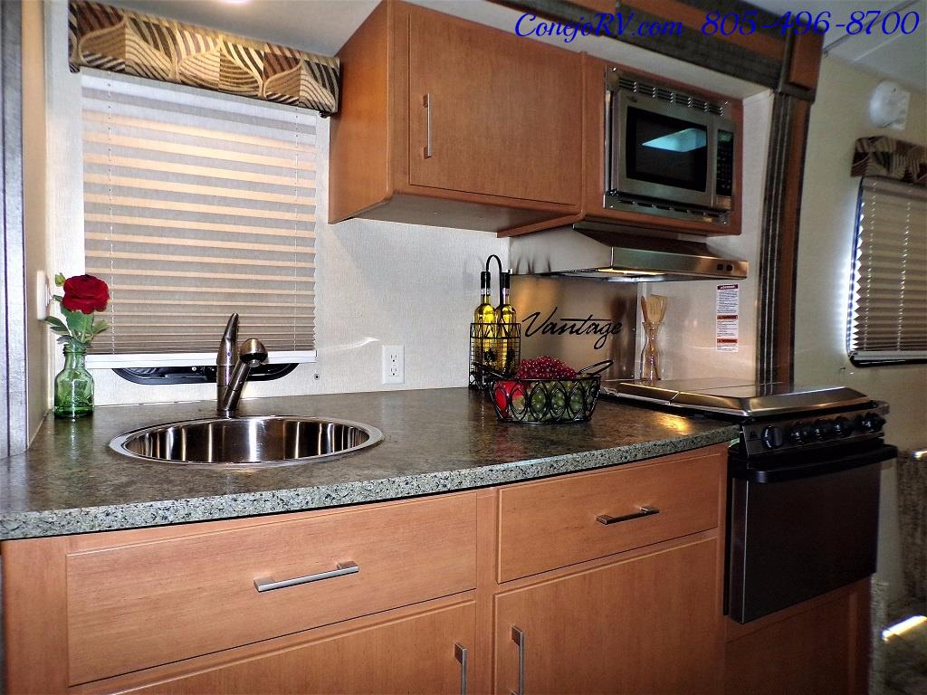 2013 Keystone Vantage 25RBS Travel Trailer - Photo 11 - Thousand Oaks, CA 91360