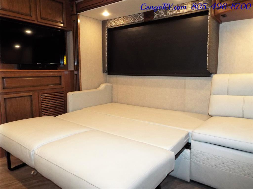 2017 Fleetwood Bounder LX 35P Quad Slide-Out Big Chassis King Bed - Photo 12 - Thousand Oaks, CA 91360