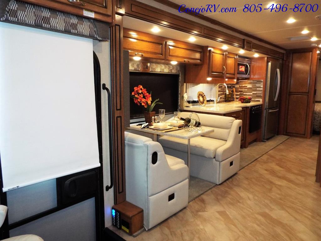 2017 Fleetwood Bounder LX 35P Quad Slide-Out Big Chassis King Bed - Photo 9 - Thousand Oaks, CA 91360