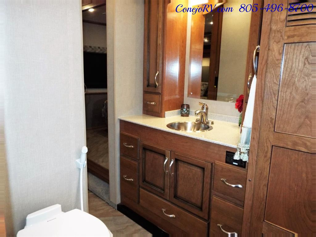 2017 Fleetwood Bounder LX 35P Quad Slide-Out Big Chassis King Bed - Photo 20 - Thousand Oaks, CA 91360