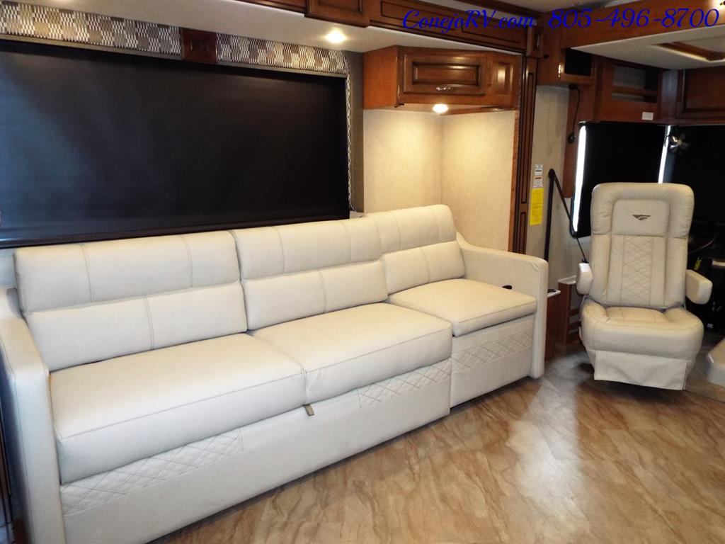 2017 Fleetwood Bounder LX 35P Quad Slide-Out Big Chassis King Bed - Photo 11 - Thousand Oaks, CA 91360