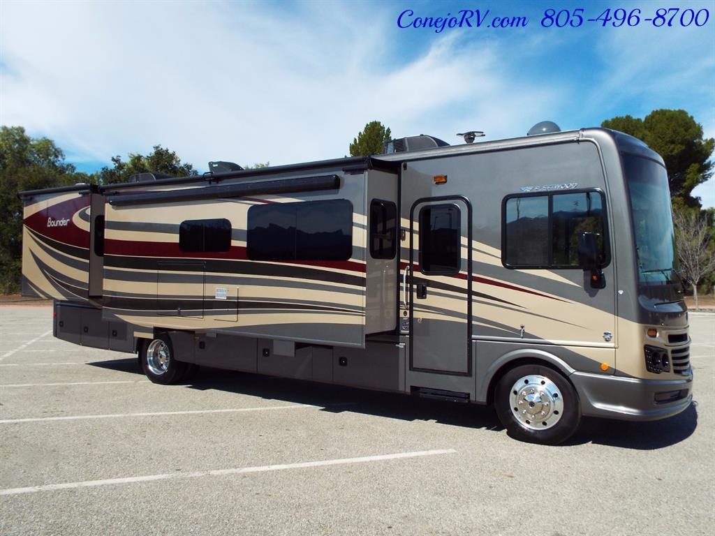 2017 Fleetwood Bounder LX 35P Quad Slide-Out Big Chassis King Bed - Photo 5 - Thousand Oaks, CA 91360