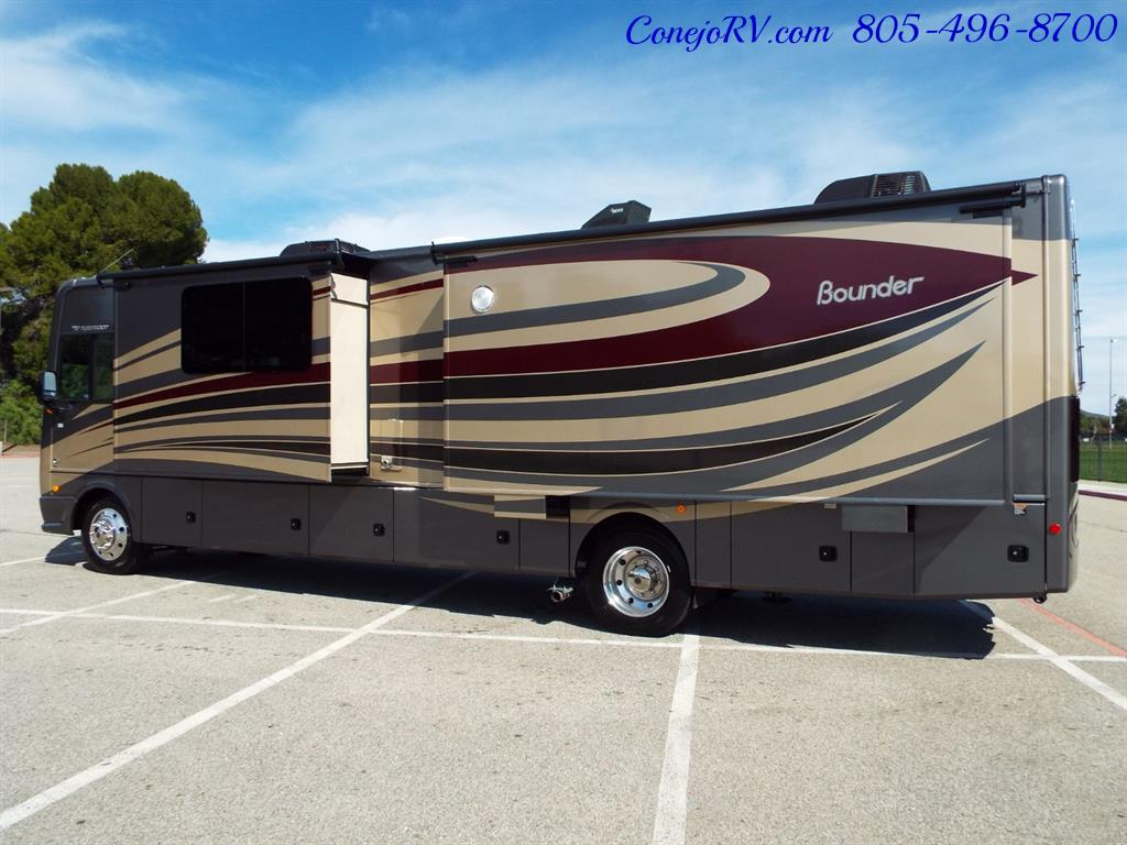 2017 Fleetwood Bounder LX 35P Quad Slide-Out Big Chassis King Bed - Photo 4 - Thousand Oaks, CA 91360