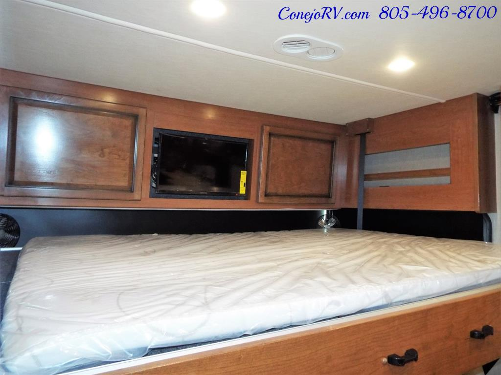 2017 Fleetwood Bounder LX 35P Quad Slide-Out Big Chassis King Bed - Photo 33 - Thousand Oaks, CA 91360