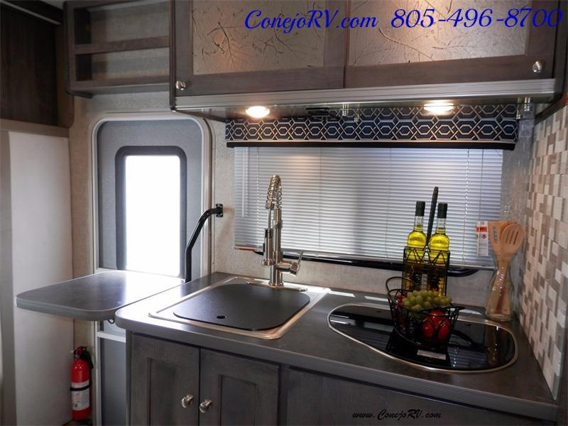 2017 Winnebago Fuse 23A Slide-Out Power Stroke Turbo Diesel - Photo 13 - Thousand Oaks, CA 91360