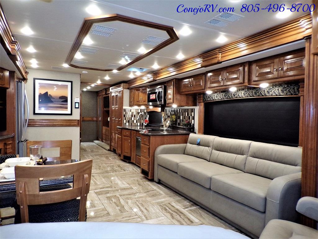2017 Fleetwood Discovery LXE 40D Bath and a Half King Bed 380hp - Photo 8 - Thousand Oaks, CA 91360