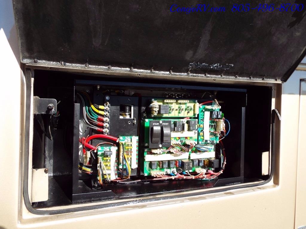 2005 Monaco Holiday Rambler Navigator 43PBQ Quad-Slide 515hp - Photo 41 - Thousand Oaks, CA 91360