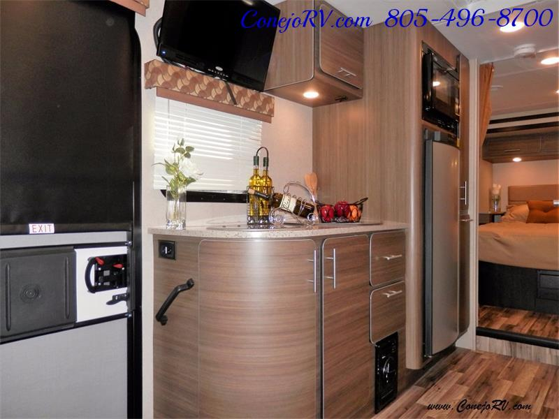 2016 Renegade RV Villagio 25QRS 2-Slide-Out Full Body Paint Diesel - Photo 7 - Thousand Oaks, CA 91360