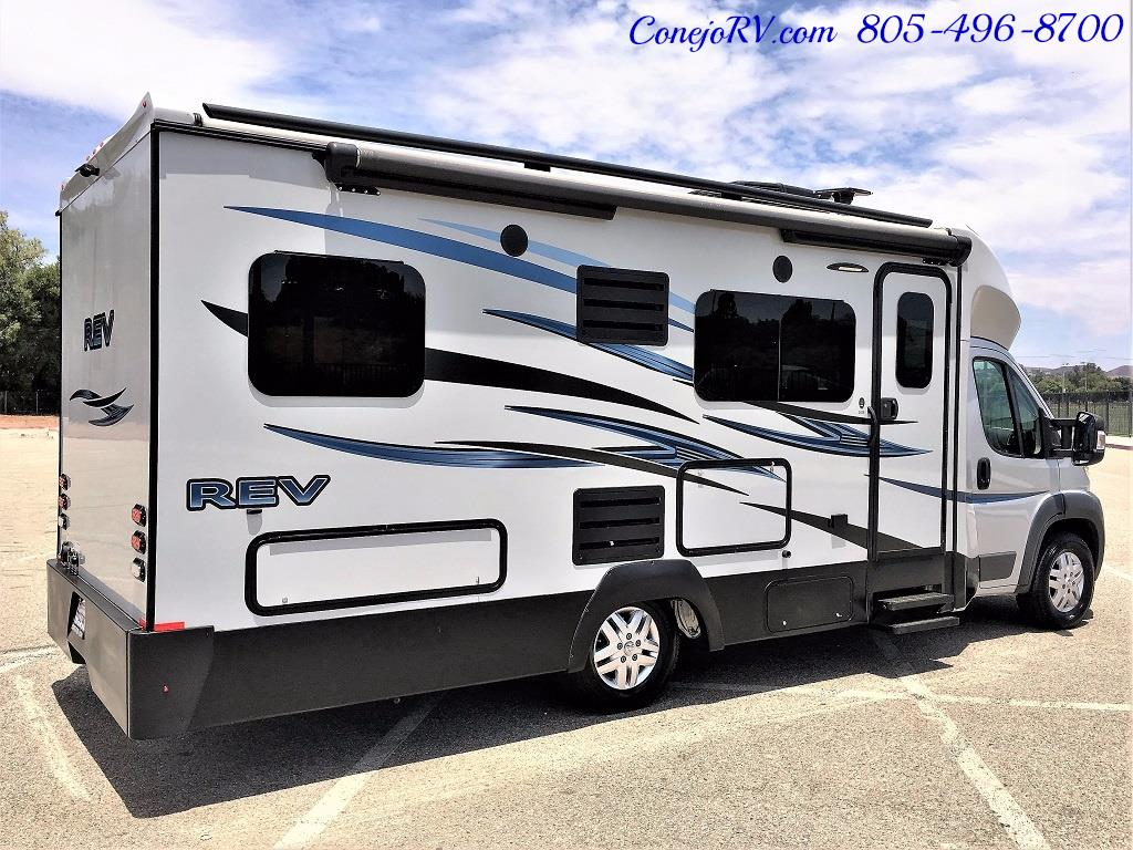 2015 Dynamax REV 24TB 11K Miles - Photo 4 - Thousand Oaks, CA 91360