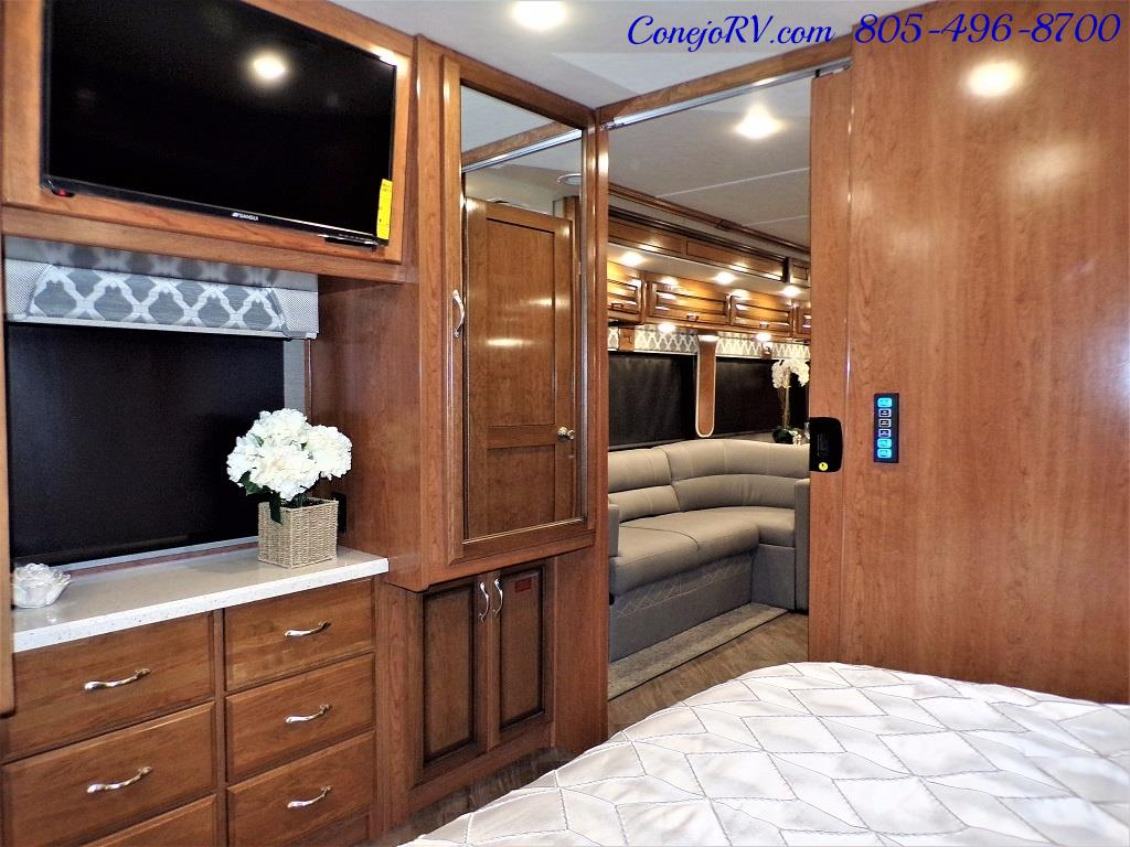2018 Fleetwood Bounder LX 35K Bath and Half King Bed - Photo 24 - Thousand Oaks, CA 91360
