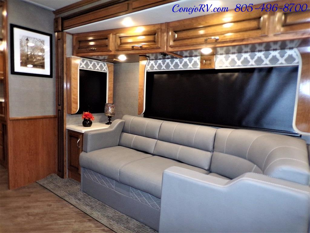 2018 Fleetwood Bounder LX 35K Bath and Half King Bed - Photo 13 - Thousand Oaks, CA 91360