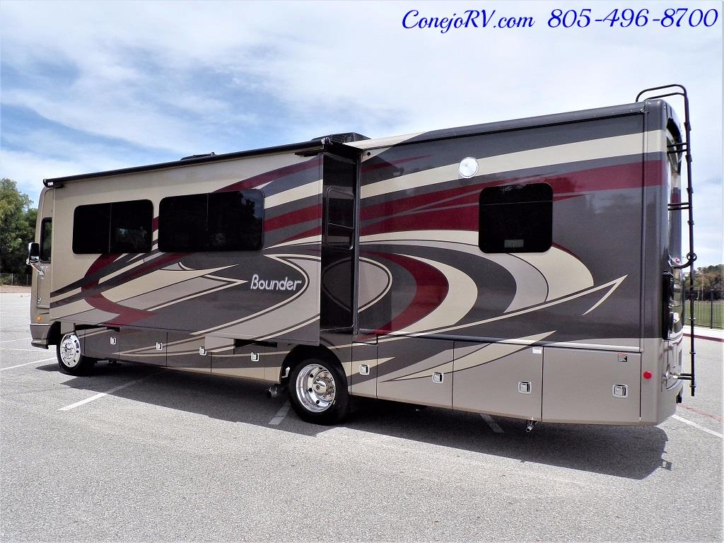 2018 Fleetwood Bounder LX 33C 2-Slide Big Chassis King Bed - Photo 4 - Thousand Oaks, CA 91360