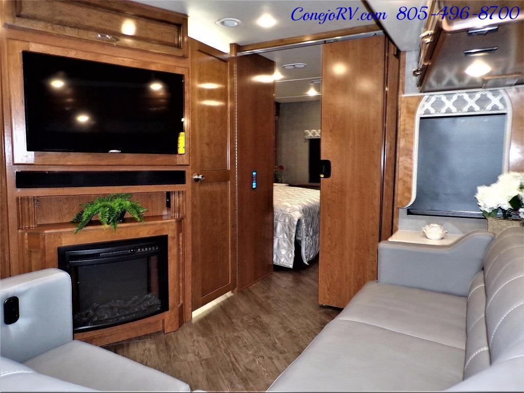 2018 Fleetwood Bounder LX 33C 2-Slide Big Chassis King Bed - Photo 17 - Thousand Oaks, CA 91360