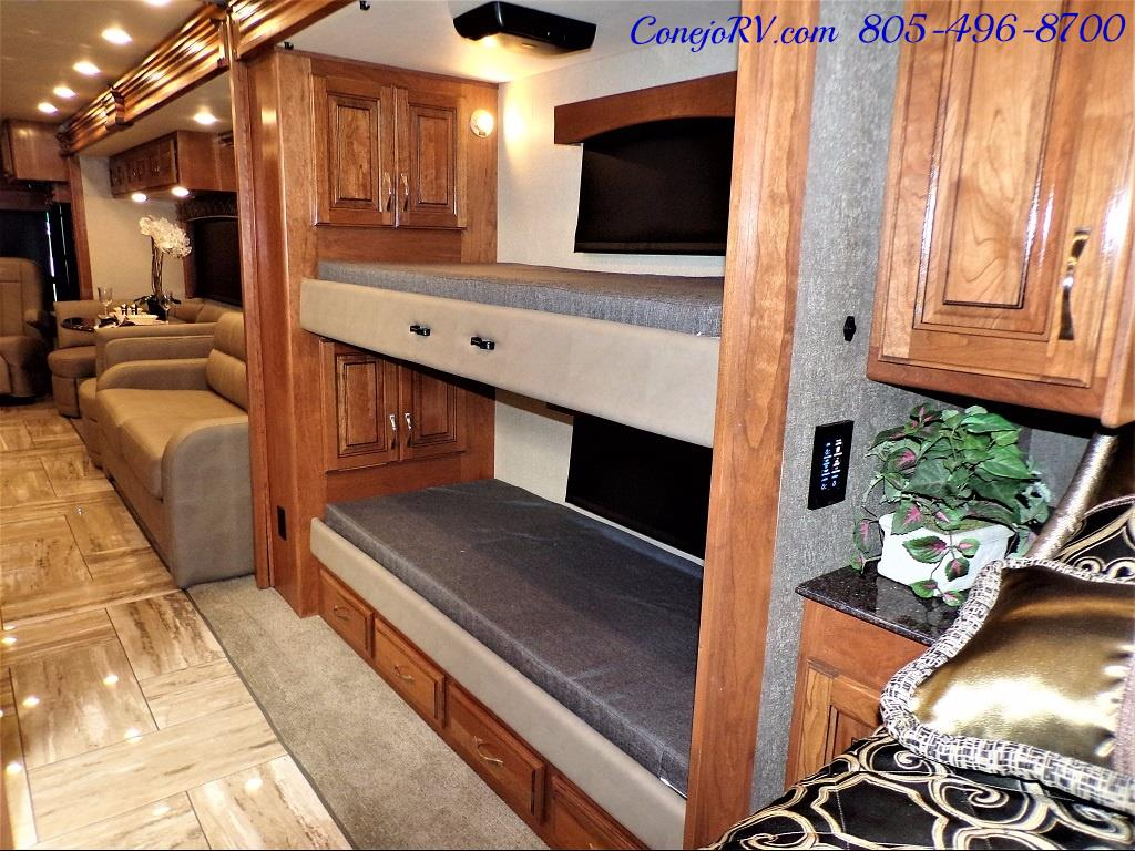 2017 Fleetwood Discovery LXE 40G FULL WALL SLIDE - Photo 27 - Thousand Oaks, CA 91360