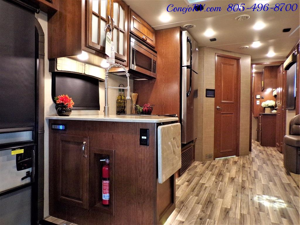 2018 Dynamax Isata 5 Series 36DS 4x4 Super-C King Bed DIESEL - Photo 9 - Thousand Oaks, CA 91360