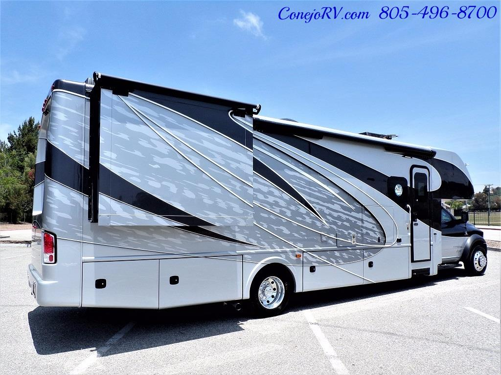 2018 Dynamax Isata 5 Series 36DS 4x4 Super-C King Bed DIESEL - Photo 6 - Thousand Oaks, CA 91360