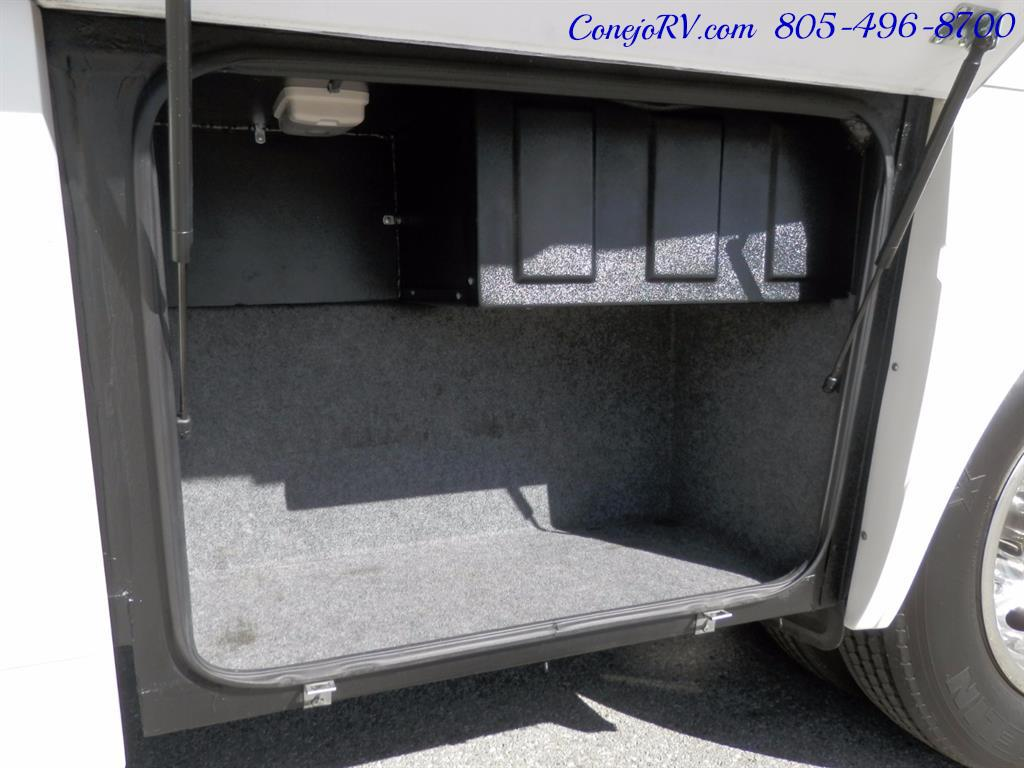 2005 National Dolphin 5340 2-Slide Big Chassis 30k Miles - Photo 28 - Thousand Oaks, CA 91360
