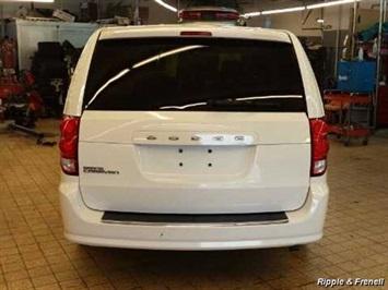 2012 Dodge Grand Caravan SE - Photo 5 - Davenport, IA 52802