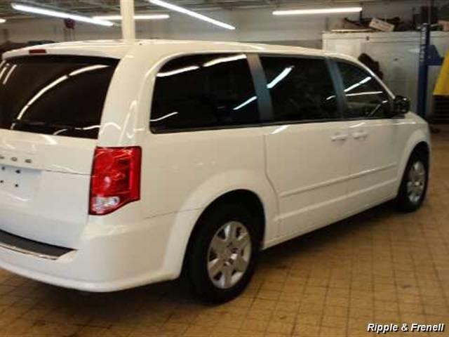 2012 Dodge Grand Caravan SE - Photo 2 - Davenport, IA 52802