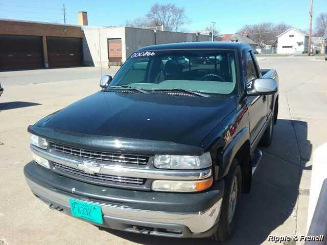 2000 Chevrolet Silverado 1500 LS 2dr LS - Photo 1 - Davenport, IA 52802