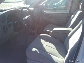 2006 Chevrolet Trailblazer LS LS 4dr SUV - Photo 4 - Davenport, IA 52802