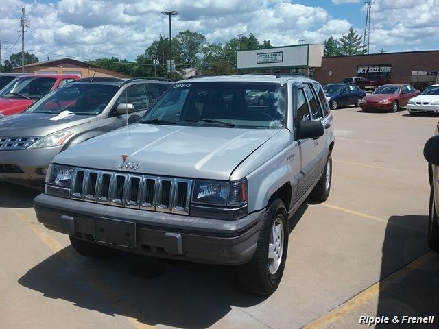 1995 Jeep Grand Cherokee Laredo 4dr Laredo - Photo 1 - Davenport, IA 52802