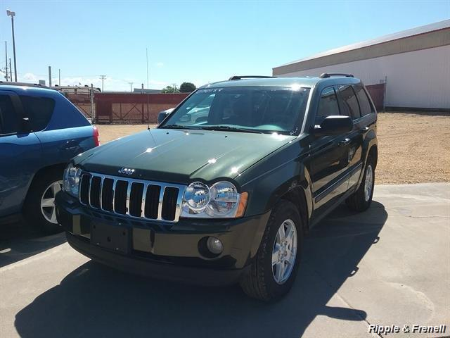 2007 Jeep Grand Cherokee Laredo Laredo 4dr SUV - Photo 1 - Davenport, IA 52802