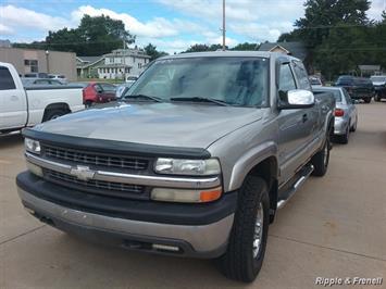 2000 Chevrolet Silverado 2500 3dr - Photo 1 - Davenport, IA 52802