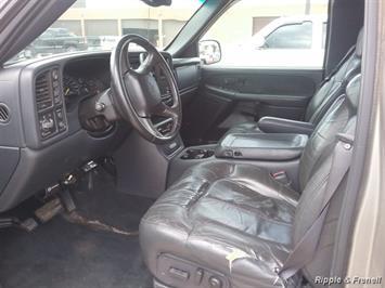 2000 Chevrolet Silverado 2500 3dr - Photo 2 - Davenport, IA 52802